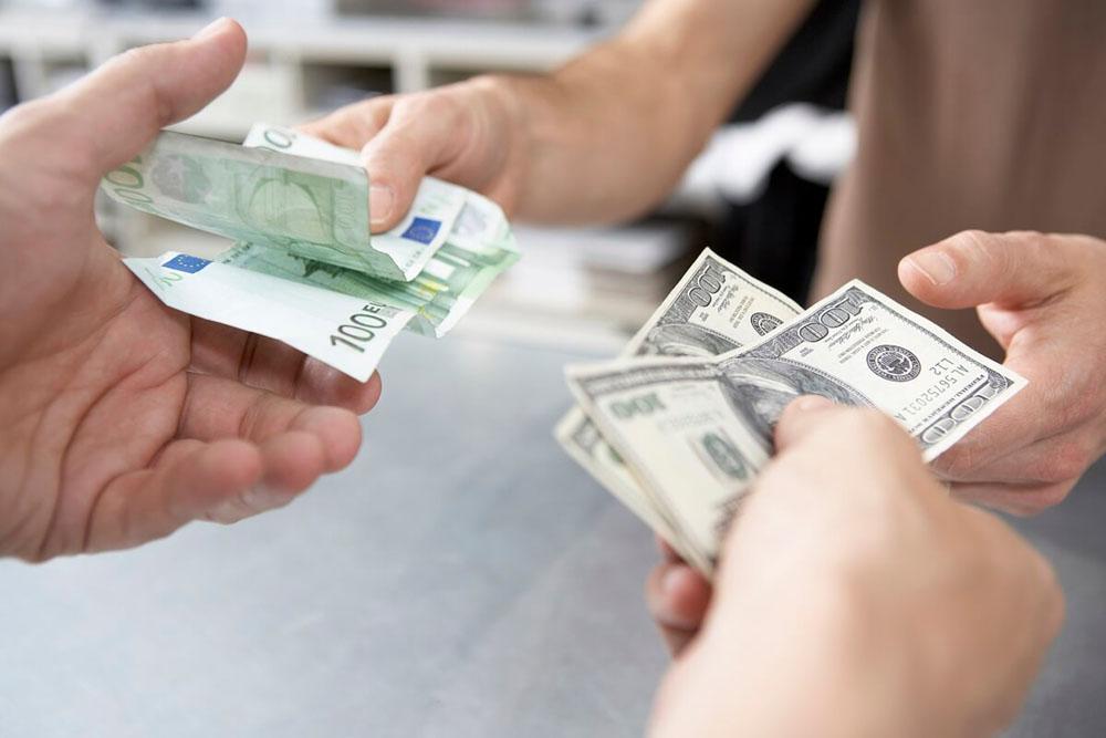Нові правила купівлі доларів для українців від НБУ